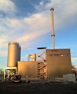 Chaufferie à granulés Renewa de Harjavalta et ses silos, photo Renewa