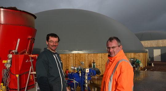 Denis Hernu à gauche, responsable de la conduite de la méthanisation chez Métha Ternois, et Claude Pruvot de AES Dana, photo Frédéric Douard