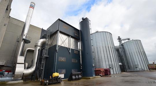 L'usine Recybois avec le filtre à manches de la chaudière VYNCKE et son silo à chaux, photo Frédéric Douard