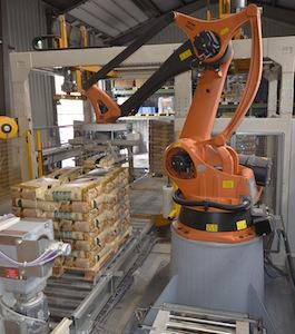 Robot palettiseur Kuka pour optimiser les coûts de production, photo Frédéric Douard