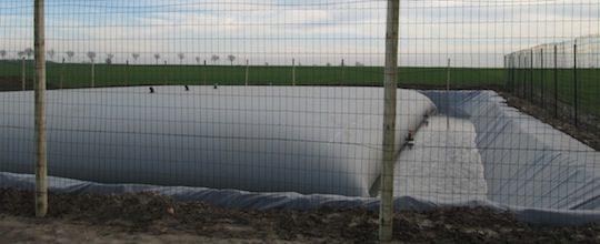Poche de stockage de digestat de 500 m3 en champ, photo Agriopale