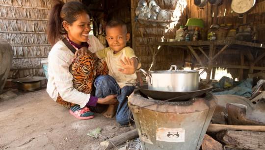 Cuisson sur un foyer amélioré au Myanmar, photo Géres