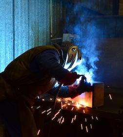 Préparation de pièces spéciales chez Biopale à Marquise, photo Frédéric Douard