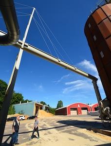 Spire aérienne entre le silo de bois frais et le premier broyeur, photo Frédéric Douard