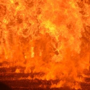 Flammes de gazéification dans le foyer de la chaudière Vyncke de Bissen, photo Frédéric Douard