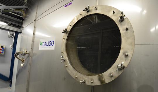 Hublot de contrôle dans le condenseur Caligo de Kauhava, complètement réalisé en inox spécial, photo Frédéric Douard