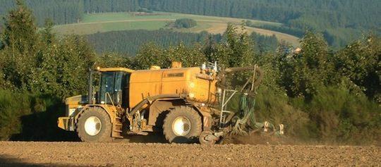 Epandage de digestat à la ferme du Faasch à Attert en Région wallonne dans la province de Luxembourg, photo Lee Sarl