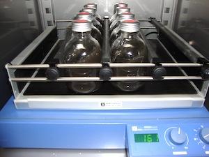 Table d'agitation pour les tests de pouvoir méthanogène, photo Socor