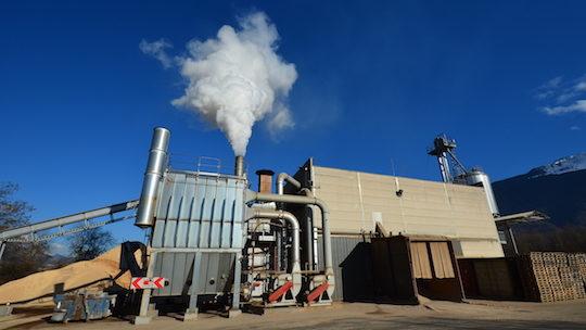 L'usine Alpin Pellet de Tournon avec son générateur de chaleur PROMILL au premier plan, photo Frédéric Douard