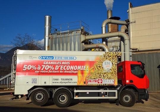 Les caractéristiques des camions de livraison de granulés de bois en vrac