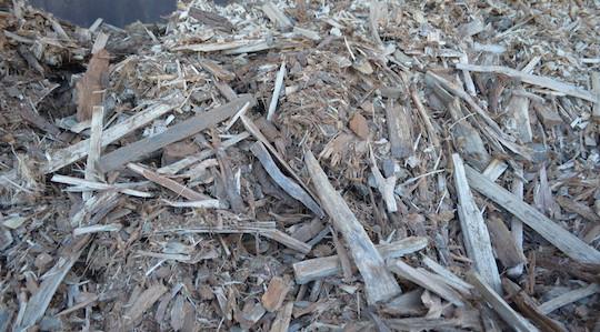 Le combustible utlisé dans la chaudière Agroforst pour le séchage est composé des éclats bruts de fendage et de plaquettes déclassées, photo Frédéric Douard