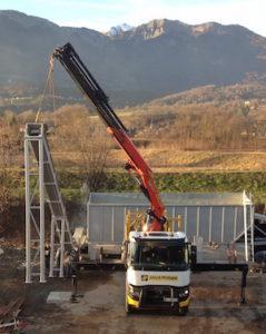 Montage du nouveau convoyeur à sciure chez Alpin Pellet, photo J & P