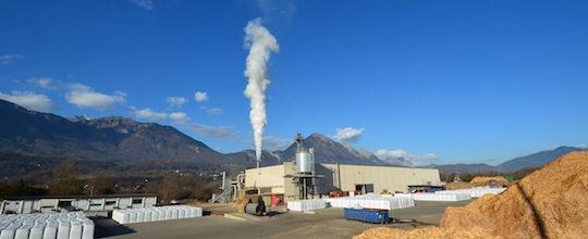 Vue sur l'usine Alpin Pellet dans la vallée de l'Isère, photo Frédéric Douard