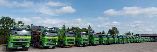 Flotte de camions des Ets Piskorski à Brieulles-sur-Meuse, photo Piskorski