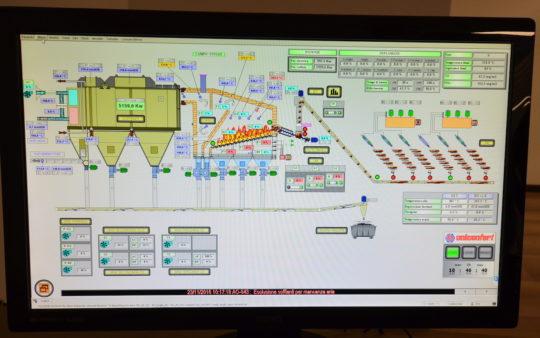 L'écran de supervision de la chaudière UNICONFORT à la centrale Solis de Settimo Torinese, photo Frédéric Douard - Cliquer sur l'écran pour l'agrandir.