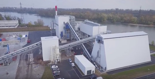 La centrale biomasse de l'Esplanade devant le Rhin, photo és