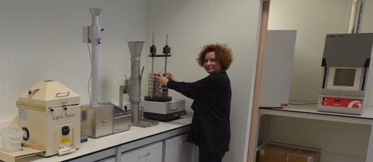 Le laboratoire de test sur les produits de Brenil Pellets, photo Frédéric Douard