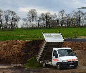 Livraison de déchets verts au GAEC Blanchelande, photo Frédéric Douard