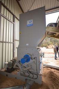 La coupeuse de matière humide Zerma en amont du séchoir, photo Frédéric Douard