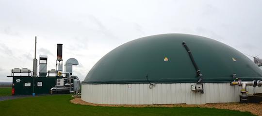 Le module de cogénération et le digesteur de Bio-Aisnergies, photo Frédéric Douard