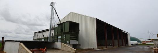Le séchoir Alvan Blanch et le bâtiment de stockage des matières séchées, photo Frédéric Douard