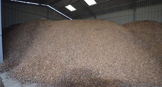 Le stockage des plaquettes bocagères produites sur l'exploitation, photo Frédéric Douard