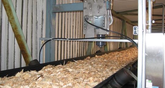 Mesure d'humidité  de plaquettes forestières en continu sur bande transporteuse, photo Berthold