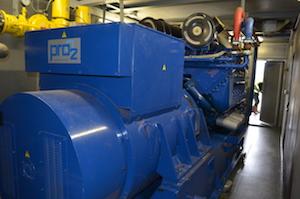L'un des deux moteurs Deutz de cogénération à Eteignieres, photo Frédéric Douard