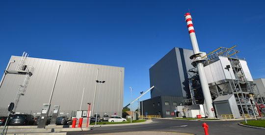 La centrale CBEM à Estrées-Mons avec à gauche le bâtiment silo, photo Frédéric Douard