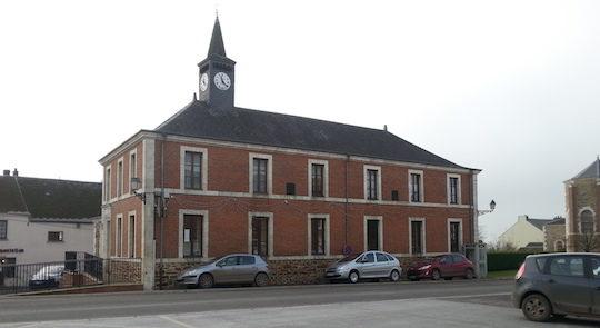 La mairie & logements d'Eteignière, photo ALE 08