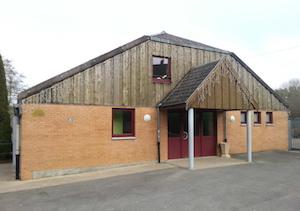 Le foyer rural d'Eteignières est relié au réseau de chaleur à bois, photo ALE 08