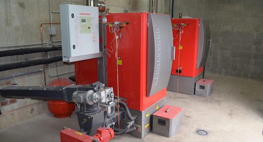 Les deux chaudières Hargassner de 100 kW à Eteignières, photo Frédéric Douard