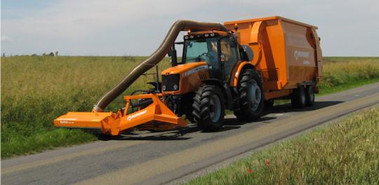 Tracteur Lintrac with Noremat équipé pour la récolte de biomasse routière, photo Noremat