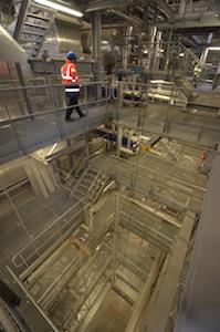 Vue de l'intérieur de la centrale CBEM le long de la chaudière, photo Frédéric Douard