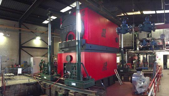 Montage de la chaudière biomasse Compte R de 3 MW au Royal Alexandra Hospital de Paisley en Ecosse, photo Compte R.