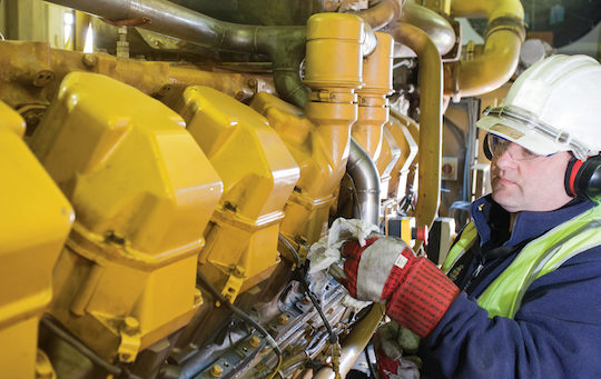 Entretien d'un moteur Jenbacher, photo Chevron Lubrifiants