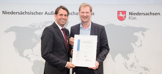 La remise du Prix du Commerce Extérieur à Jens Albartus, gérant de Weltec par le ministre Olaf Lies, photo Blachura Photographie