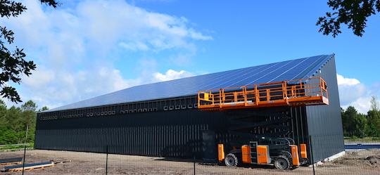 Plateforme de séchage thermovoltaïque de bois-énergie Base Innovation au Barp en Gironde, photo Frédéric Douard
