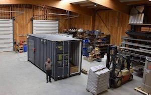 L'atelier d'AHCS à Saint-Nolff lors de la fabrication d'une chaufferie bois en conteneur, photo AHCS