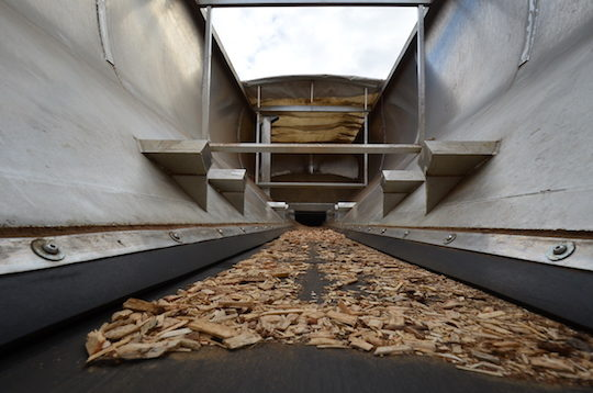 L'intérieur de nouveau caisson souffleur-livreur de plaquettes Transmanut des Ets Guillemeau, photo Frédéric Douard