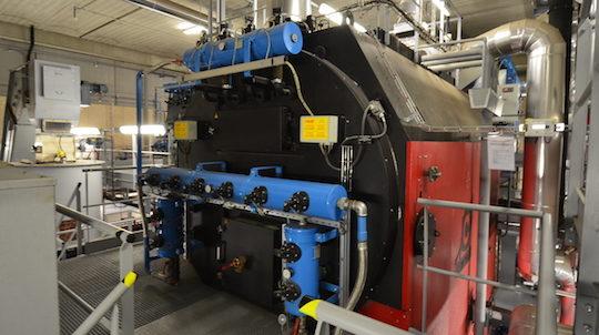 La chaudière Compte R. à rafle de maïs de la chaufferie du Wacken est équipée d'un ramonage automatique des tubes de fumée afin d'en préserver les performances, photo Frédéric Douard
