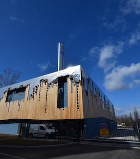 Le bâtiment de la chaufferie du Wacken à Strasbourg, symbole de le transition énergétique, et hébergeant une chaudière Compte R. à rafle de maïs, photo Frédéric Douard