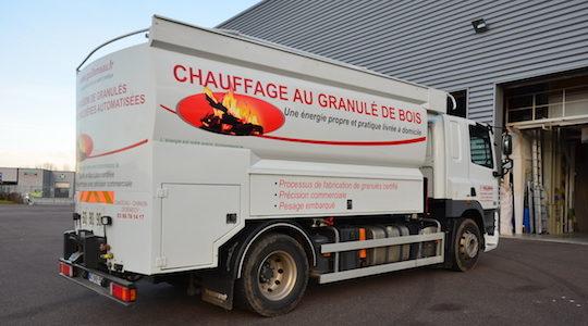 Le camion à citerne à granulés fixe des Ets Guillemeau construit par Transmanut en 2009, photo Frédéric Douard