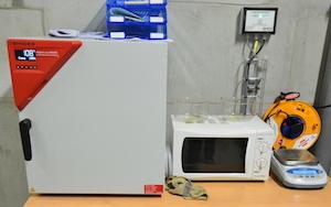 Le micro-laboratoire de la chaufferie de Nevers pour la mesure de l'humidité du bois et la facturation de l'énergie, photo Frédéric Douard
