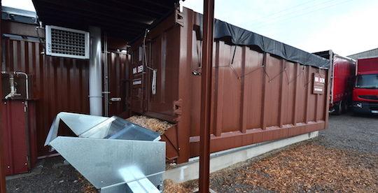 Le silo d'alimentation en bois du module Imperium installé à Vertou, avec sa trémie de remplissage vertical Hargassner, photo Frédéric Douard