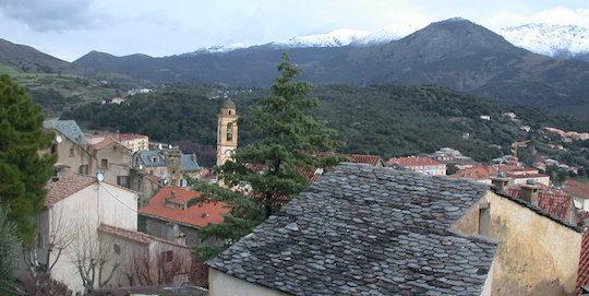 Depuis 1993, la ville de Corte en centre Corse possède un réseau de chaleur au bois, photo Frédéric Douard