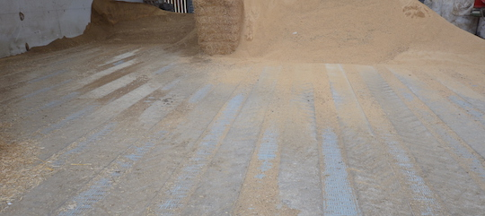 Le séchoir LES MERGERS de la SCEA Ropert fait 270 m2, photo Frédéric Douard