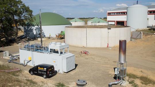 Les installations de méthanisation des Ets Labat avec le premier module de cogénération CATERPILLAR de 600 kWé installé en 2014, photo Eneria