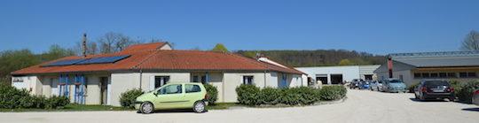 Les locaux d'hébergement à gauche et le Bric à Brac au fond, photo Frédéric Douard