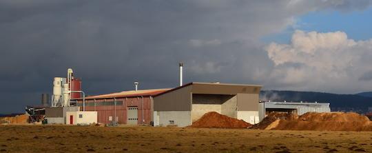 L'usine Desia 25 à côté de le scierie Locatelli, photo Frédéric Douard